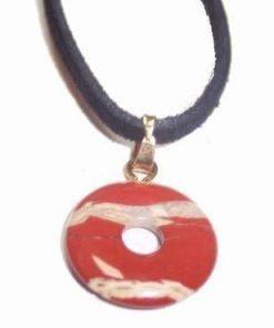 Pandantiv din jasp roscat pe siret negru