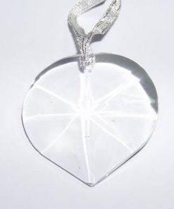 Cristal multifatetat in forma de inima