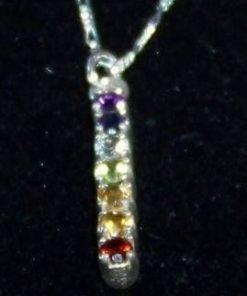 Pandantiv din argint cu cristalele celor 7 chakre, pe lant