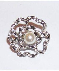Brosa eleganta- floare argintie cu perle