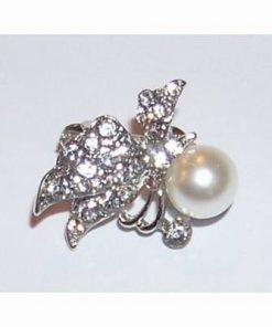 Brosa eleganta-fluture cu perla