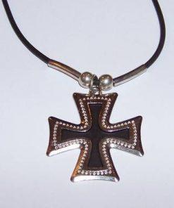 Crucea celtica din metal nobil, pe siret negru