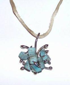 Pandantiv din metal nobil cu cristale de howlit - Fluture