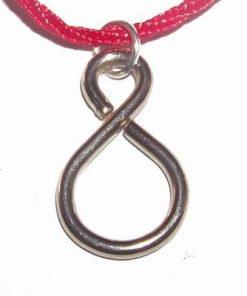 Pandantiv - Cifra 8 din metal nobil pe siret rosu