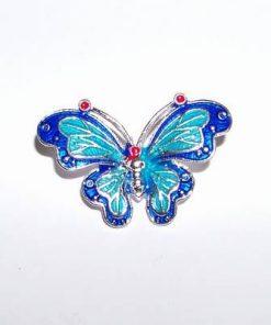 Brosa din metal nobil cu fluturele fericirii