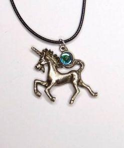 Pandantiv cu unicorn si cristal albastru