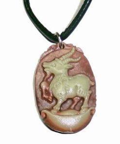 Talisman din calcedonie cu zodia Capra/Oaie pe siret negru