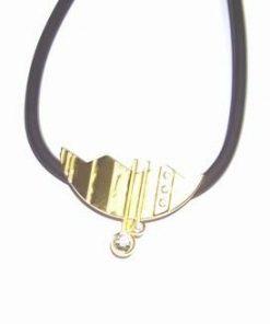 Talisman din metal nobil auriu, cu strasuri - Frumusete