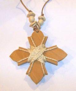 Cruce din lemn cu sfoara, pe siret maro din piele