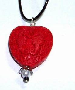 Pandantiv din cinabru in forma de inima pe siret negru